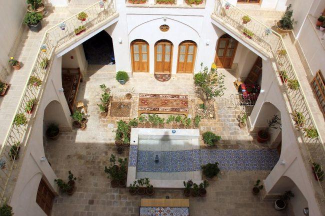 سرای امیر کاشان یکی از سنتی ترین اقامتگاه های کاشان
